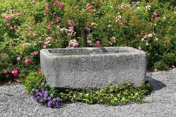 Brunnen; Steinbrunnen