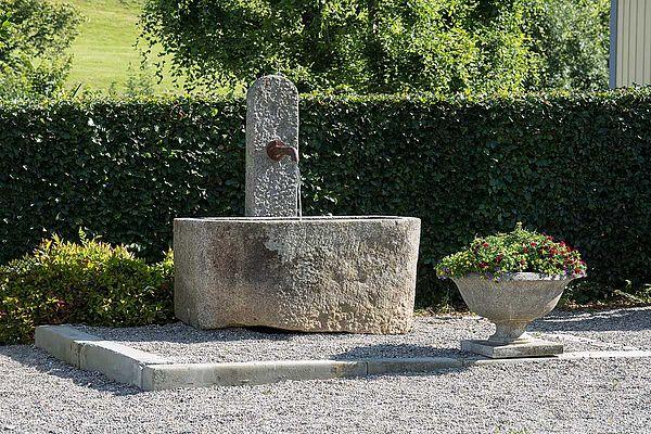 Alter Steinbrunnen
